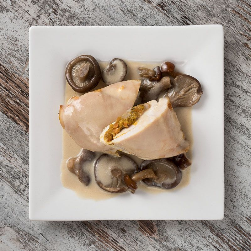 Pechuga de pollo rellena de verduras con salsa de setas variadas (450 gr.)