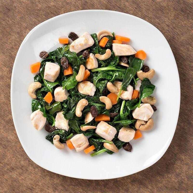 Sautée de dados de pollo con espinacas, frutos secos y pasas (450 gr.)